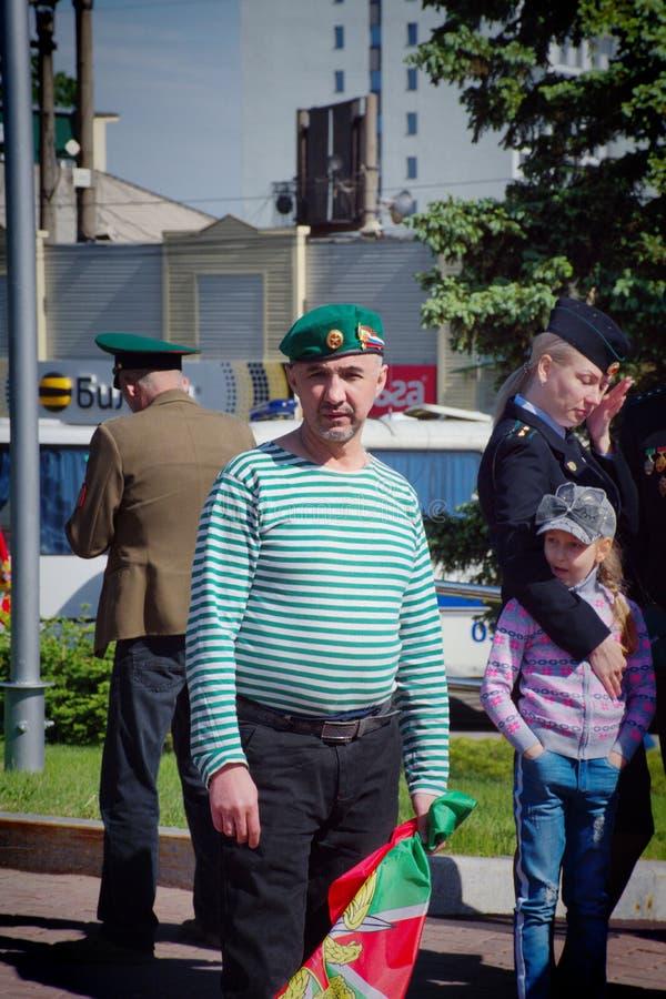 Бывшие солдаты празднуя день пограничника стоковое изображение