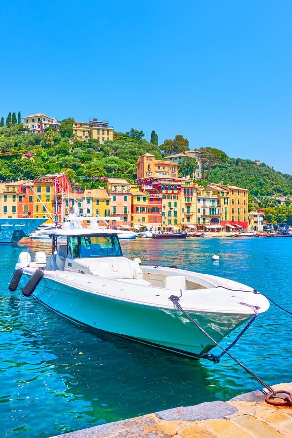 Быстроходный катер в заливе в Portofino стоковое фото rf