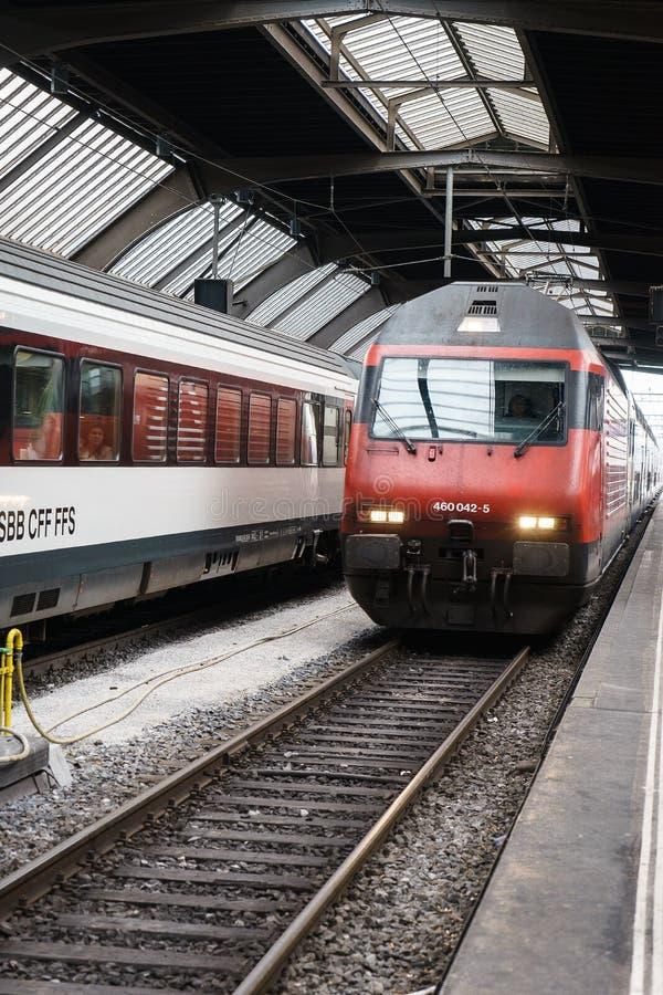 Быстроходный поезд на вокзале HB Цюриха стоковая фотография rf