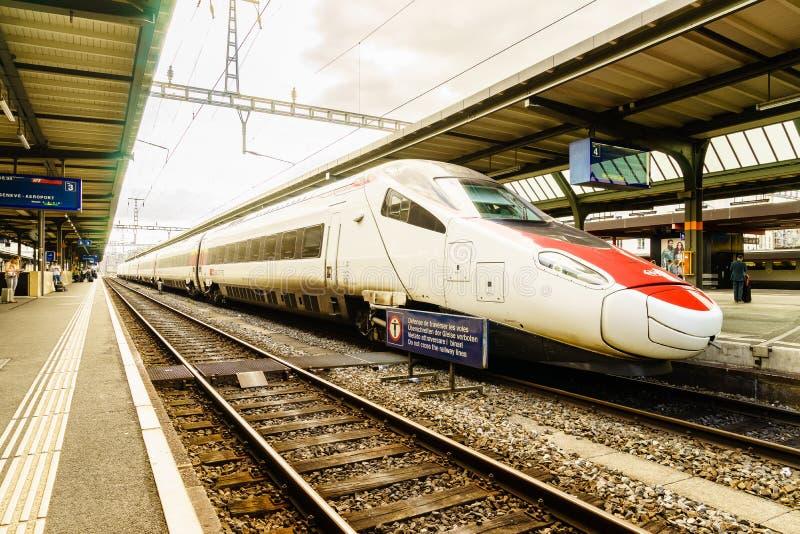 Быстроходный поезд Швейцарии - HDR стоковые фотографии rf