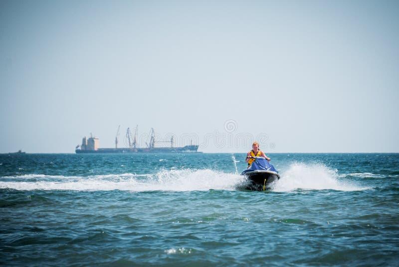 Быстро пройдите самокат Развлечения в курорте на море стоковая фотография