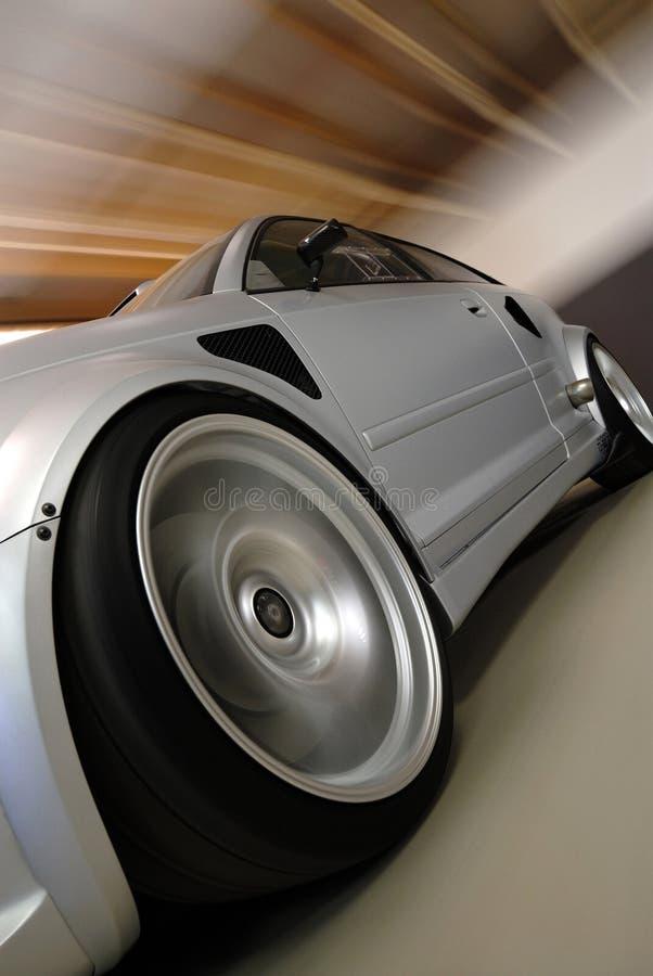 быстро проходить серебра автомобиля стоковая фотография