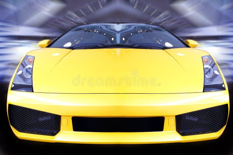 Быстро проходя автомобиль спортов стоковое изображение