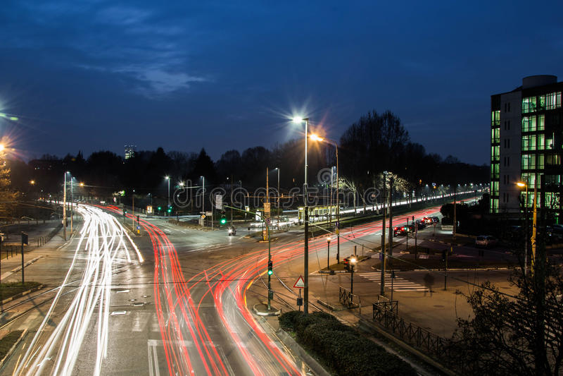 Быстрые автомобили в городе стоковая фотография rf