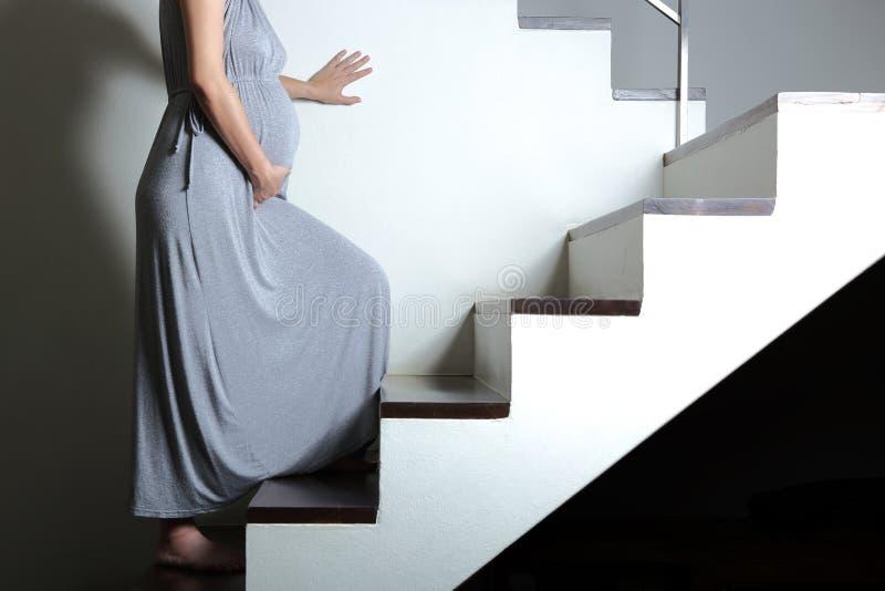 Быть осторожным во время беременности стоковые фото