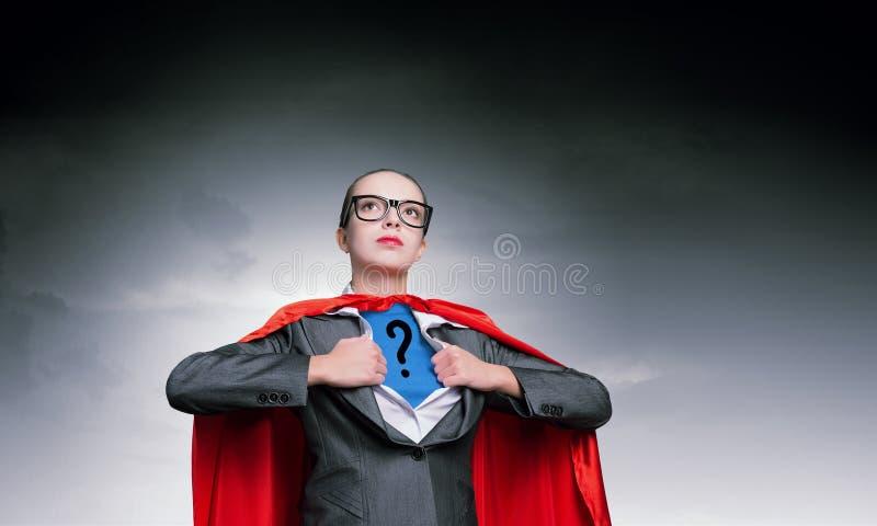 Быть супер прочностью взятий женщины стоковая фотография rf