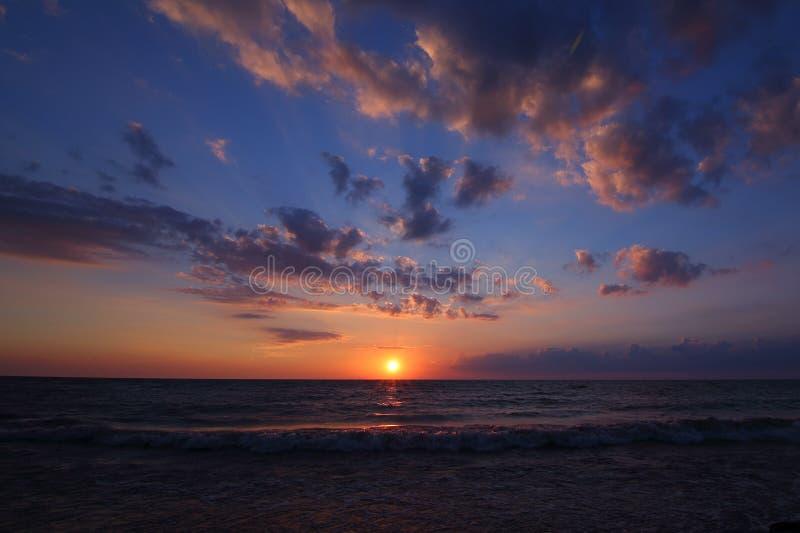 Былинный заход солнца океана стоковое фото rf