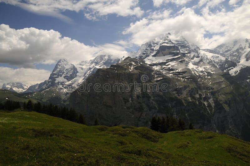 был пейзажем гор горы зданий приходя стоковое изображение