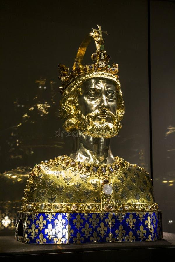 Бюст Карла Великого, казначейства собора Аахен стоковая фотография