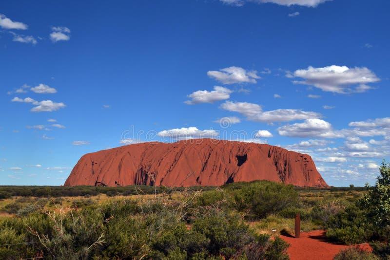 Ближе к Uluru стоковое изображение
