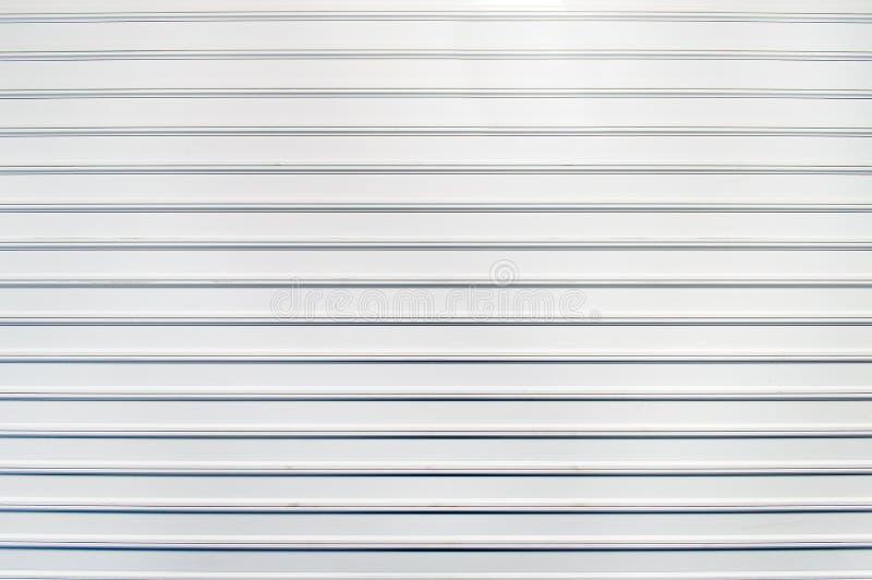 Близкая белая дверь гаража стоковые фото