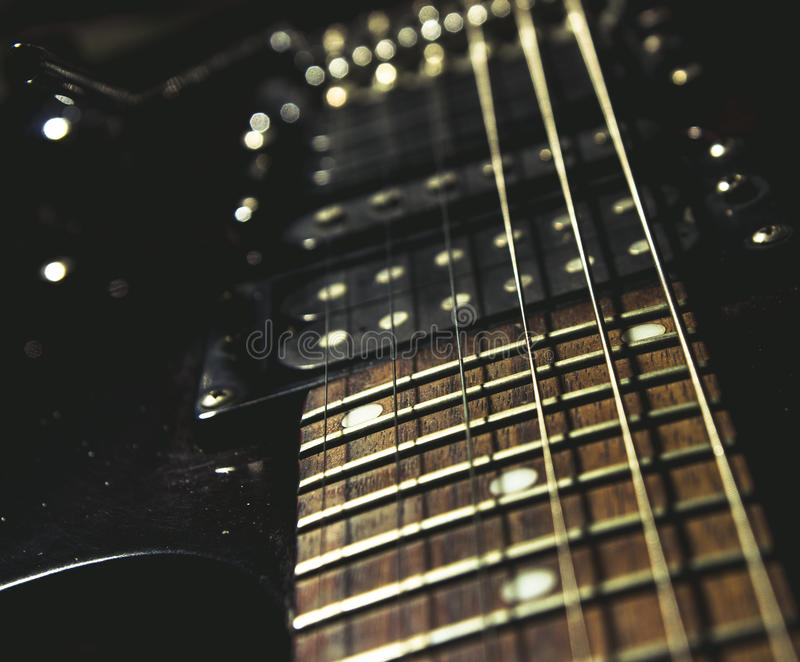 близкая электрическая гитара вверх стоковые изображения rf