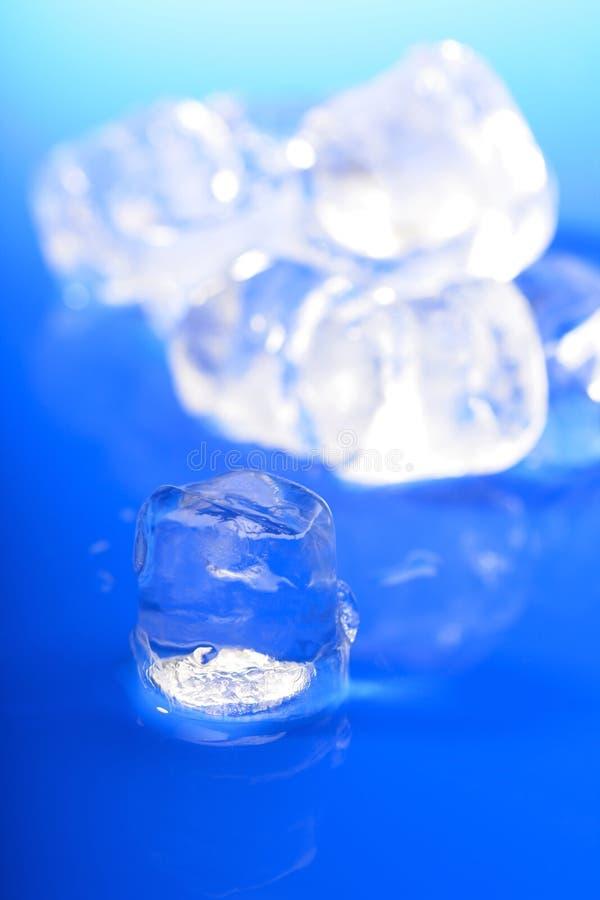 близкие кубики морозят вверх стоковые изображения rf