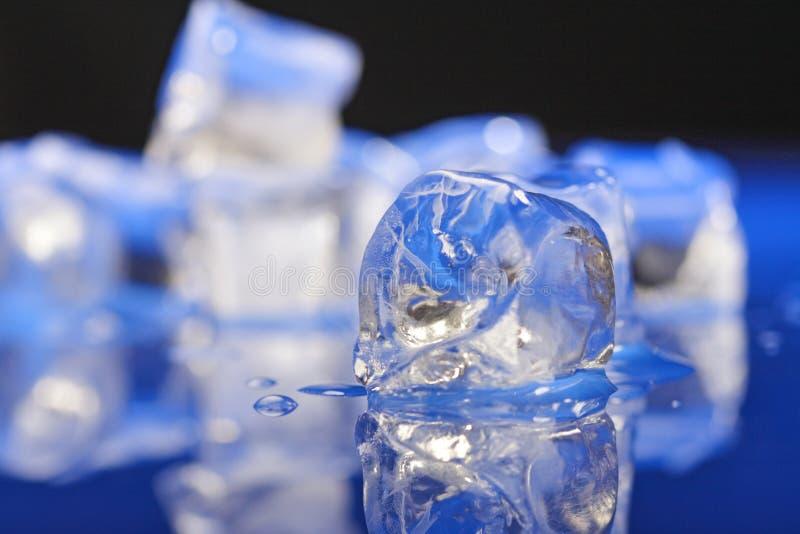 близкие кубики морозят вверх стоковое фото rf