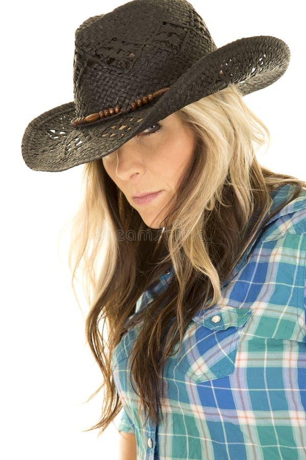 Близкий взгляд черной шляпы рубашки пастушкы голубой стоковые фото