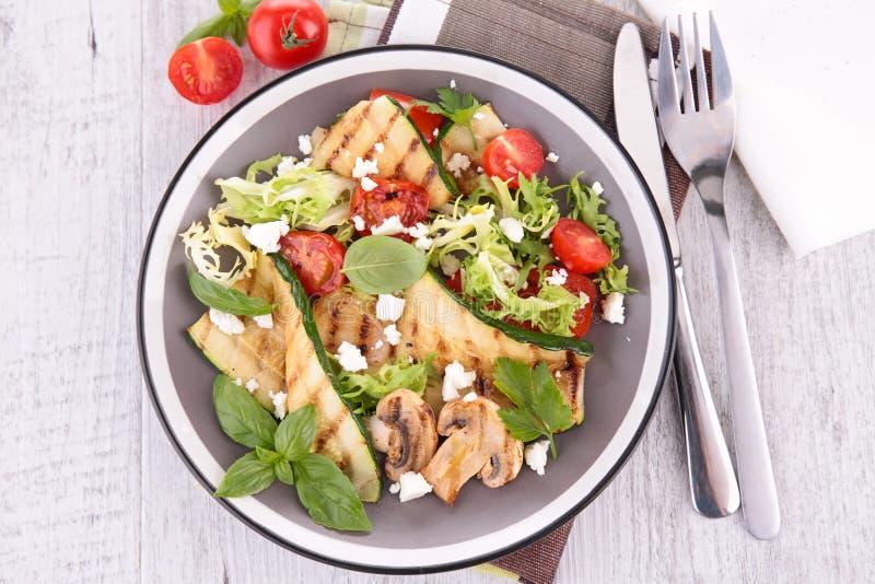 Download близкий салат снятый вверх по овощу Стоковое Фото - изображение насчитывающей basilio, feta: 41651584