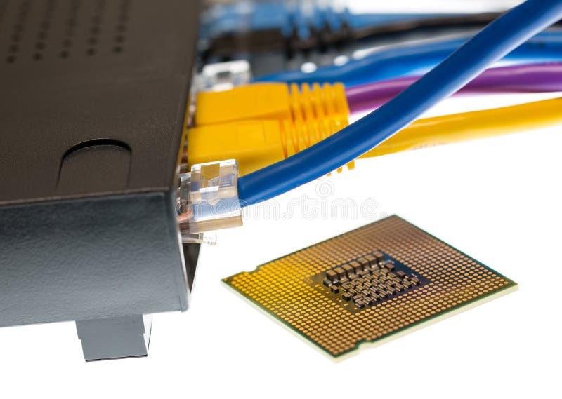 Кабели Cat5 и маршрутизатор для принципиальной схемы cyberdefence стоковая фотография