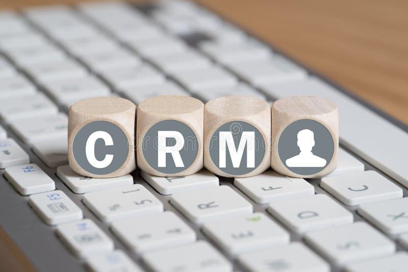 Блоки формируя акроним CRM на клавиатуре стоковые изображения