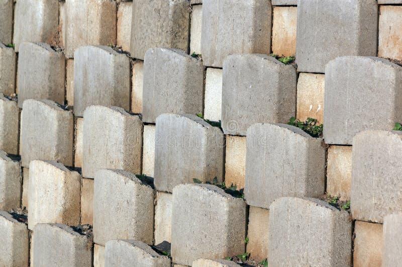 Блоки цемента формируя картину на подпорной стенке стоковые изображения rf