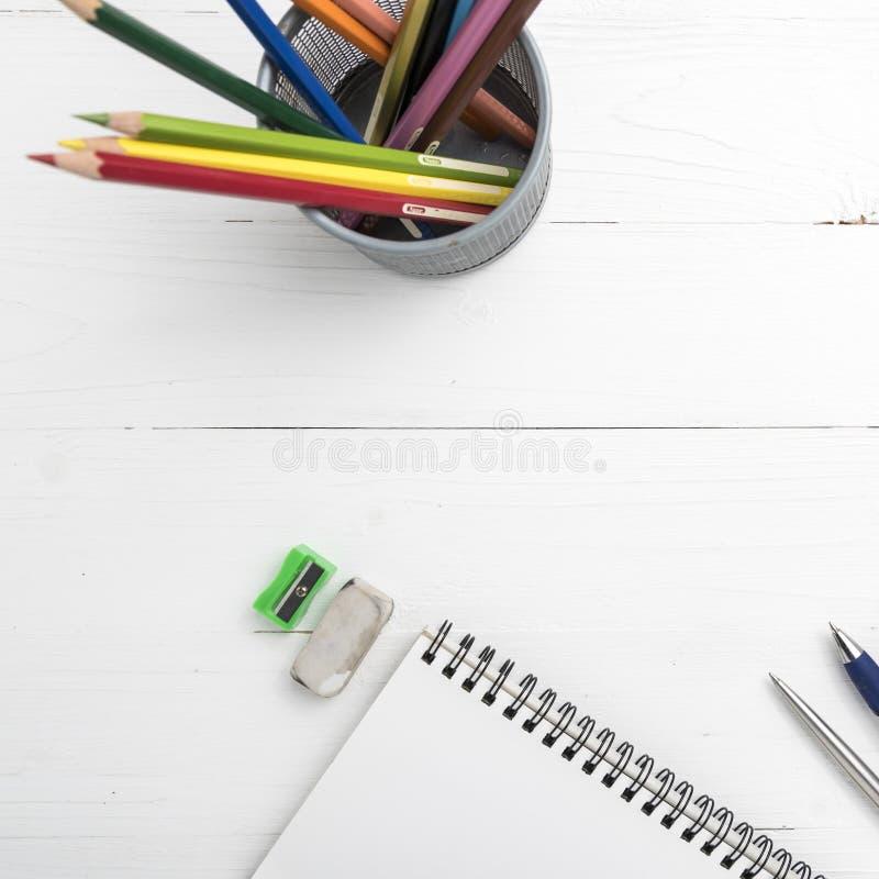 Блокнот с карандашем цвета стоковое фото rf
