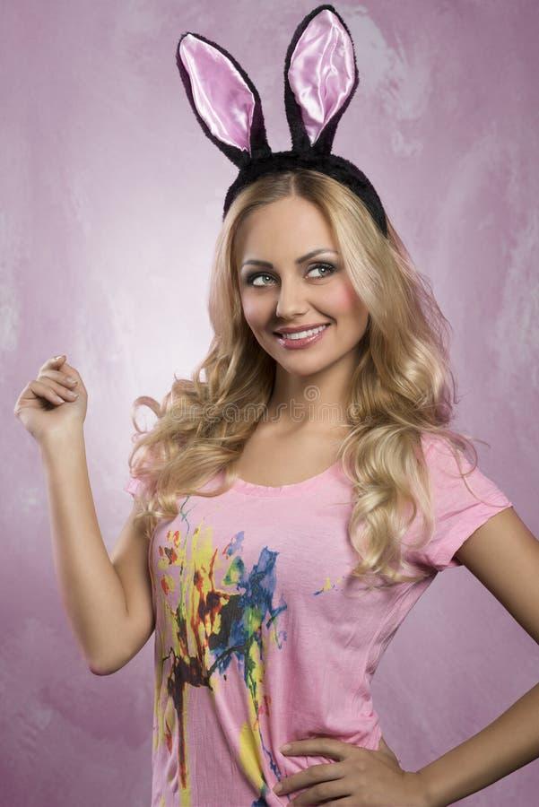 Консультант в розовом кролике фото