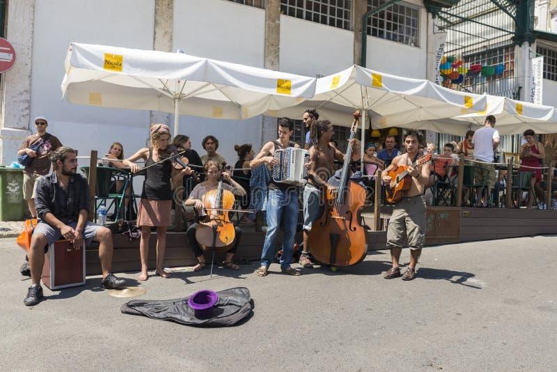 Блошинный, Feira Da Ladra, Лиссабон стоковые фотографии rf