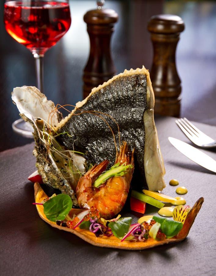 Download Блюдо морепродуктов стоковое фото. изображение насчитывающей темно - 37927614