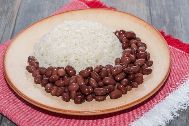 Блюдо риса с красными фасолями стоковое изображение rf