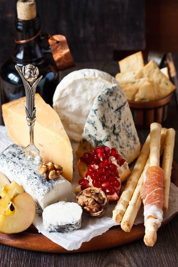 Блюдо сыров. стоковое фото