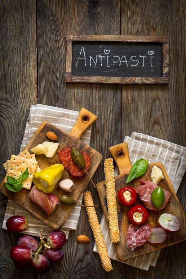 Блюдо сыров anticyclonic стоковые фотографии rf