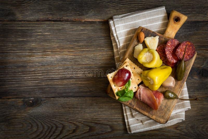Блюдо сыров anticyclonic стоковая фотография