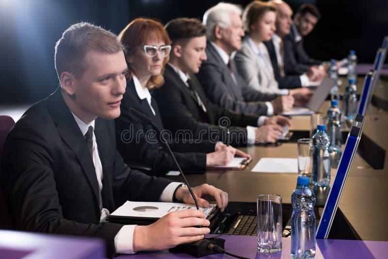 Важная пресс-конференция стоковое изображение