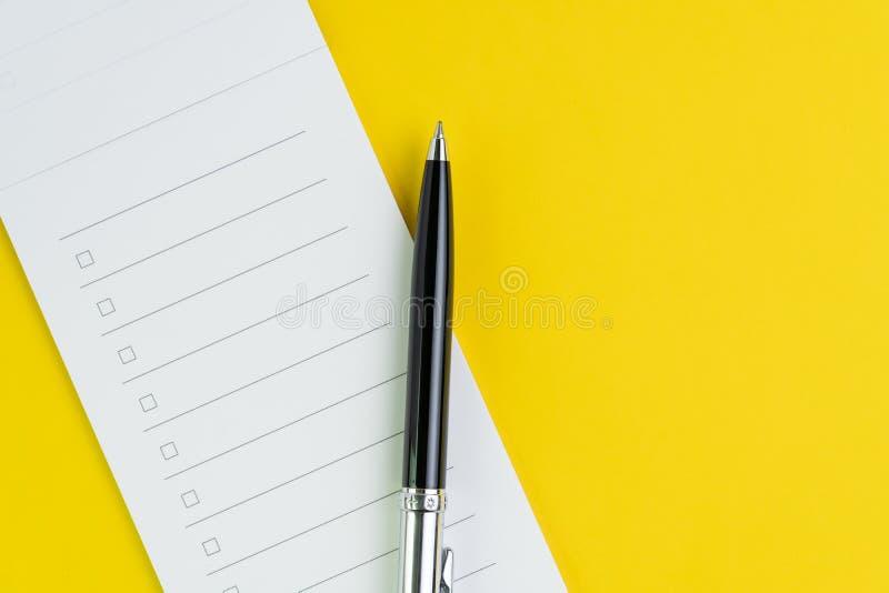 Важный контрольный списоок дела, планирующ для ходя по магазинам списка первоочередной задачи напоминания или проекта, черная руч стоковые изображения