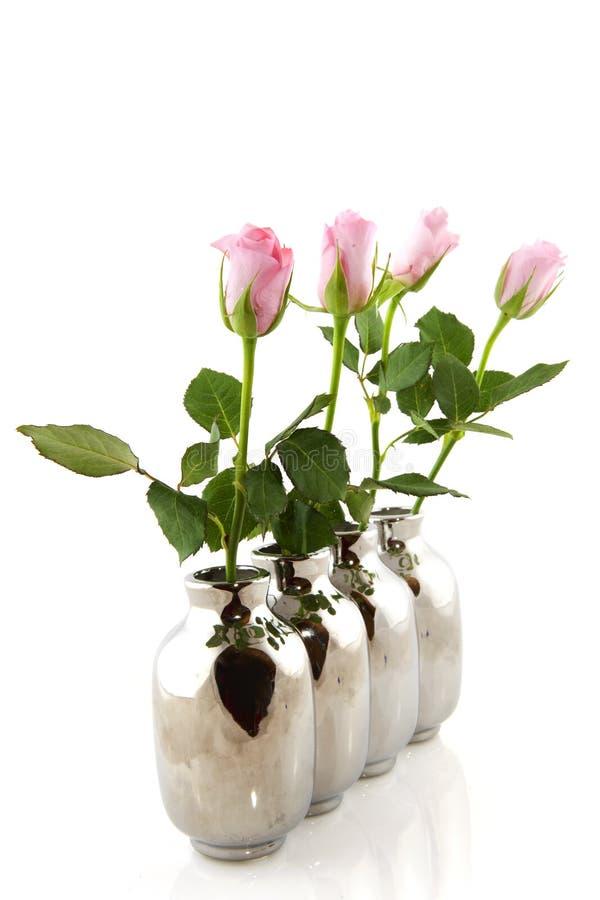 вазы розовых роз серебряные стоковое фото rf