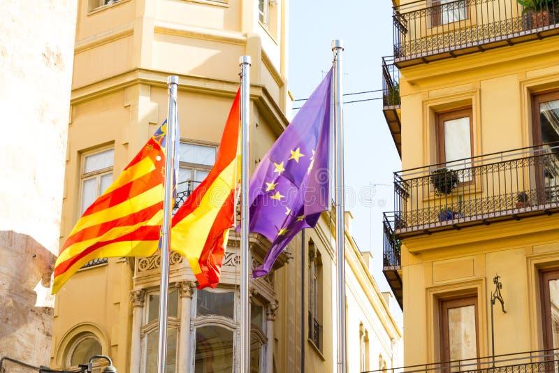 Валенсия, Испания Флаги около места Valencian правительства стоковая фотография