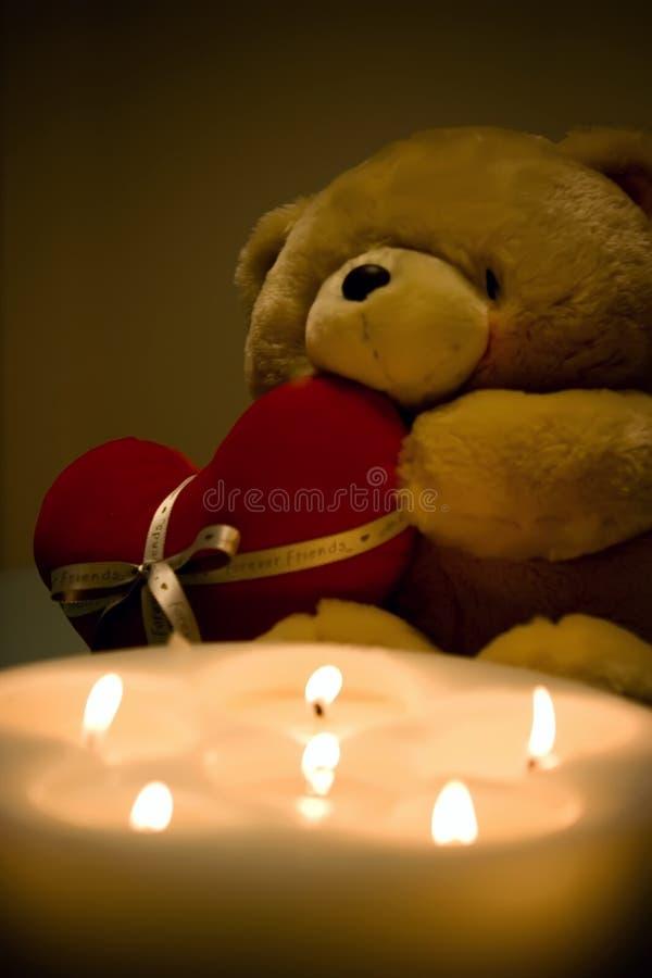 Download Валентайн игрушечного медведя Стоковое Фото - изображение насчитывающей мило, влюбленность: 6852086