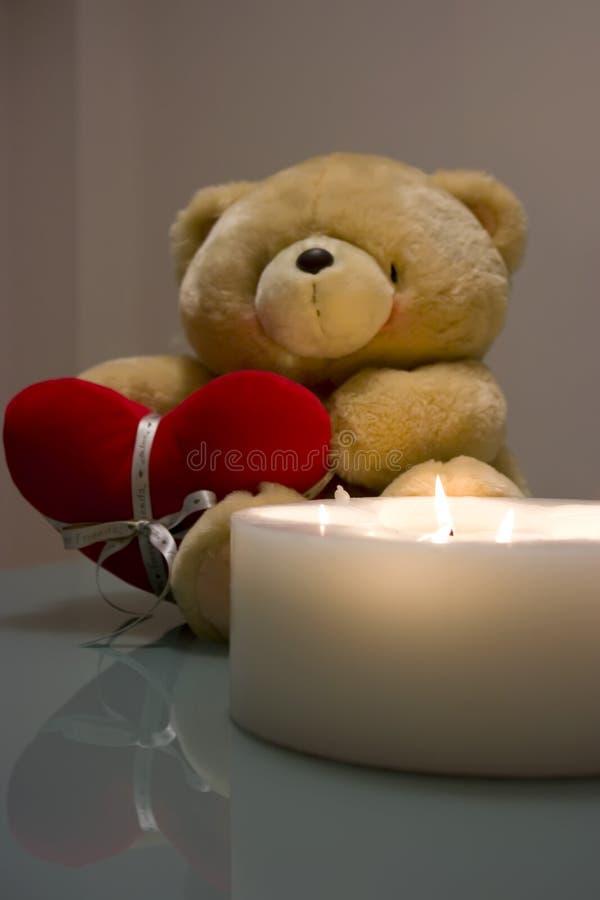 Download Валентайн игрушечного медведя Стоковое Изображение - изображение насчитывающей романско, игрушечный: 6852095
