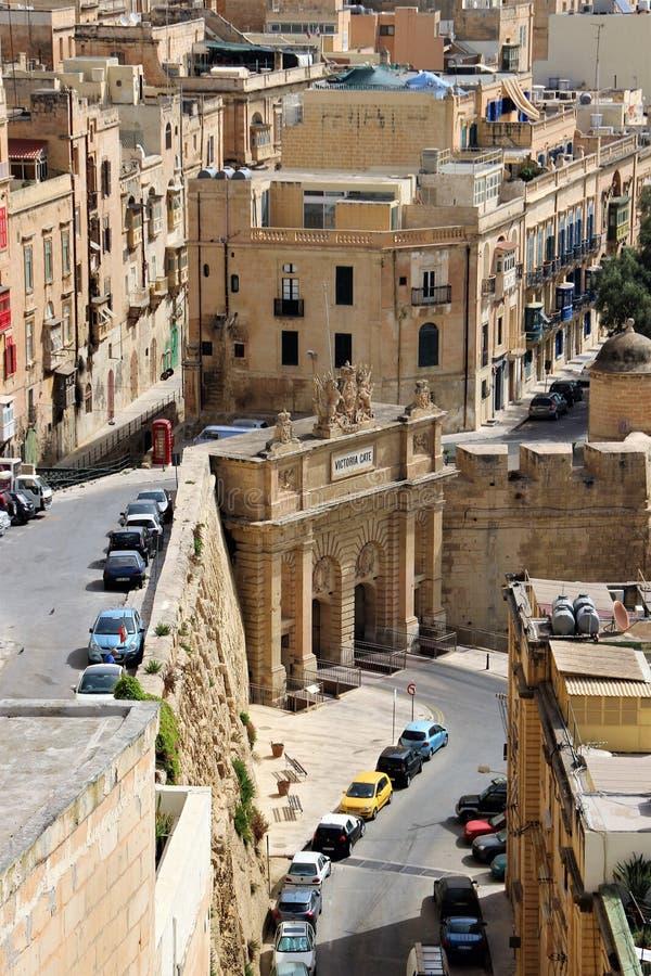Валлетта, Мальта, июль 2014 Взгляд ворот ферзя Виктория в нижней части города стоковые изображения