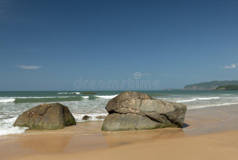 Валуны утеса на пляже Palolem, Goa стоковые изображения rf