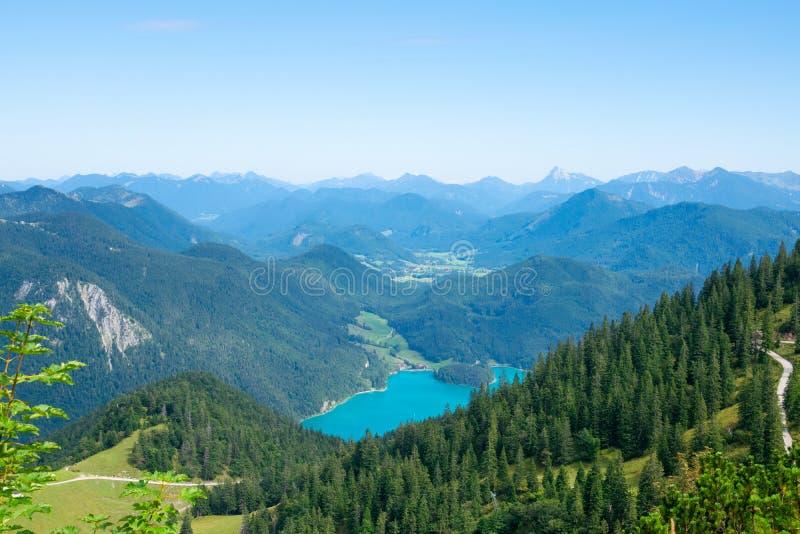 Вальчензе видит фон Альп в Германии в регионе изумрудной воды Гармиш-Партенкирхен стоковое фото rf