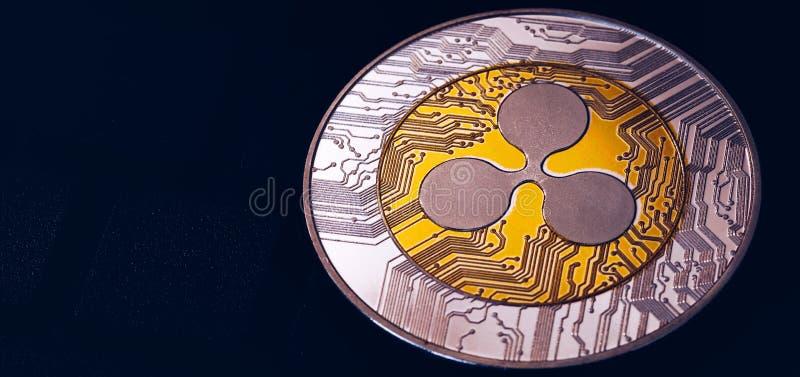 Валюта cryptocurrency пульсации секретная Серебряная монетка пульсации с символом пульсации золота Cryptocurrency пульсации XRP стоковое изображение