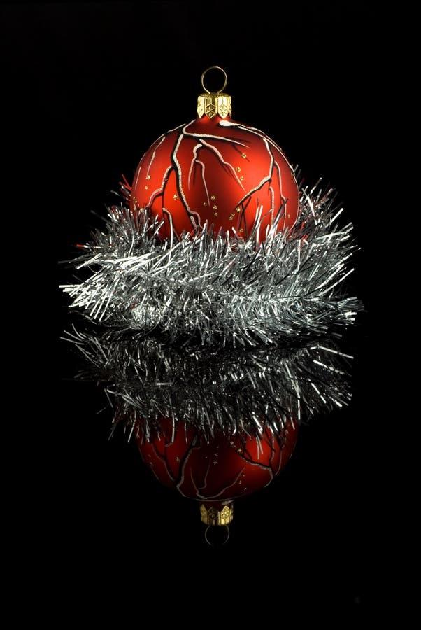 вал красного цвета рождества шарика стоковое изображение