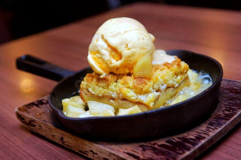 ваниль льда crumble сливк яблока стоковые фотографии rf