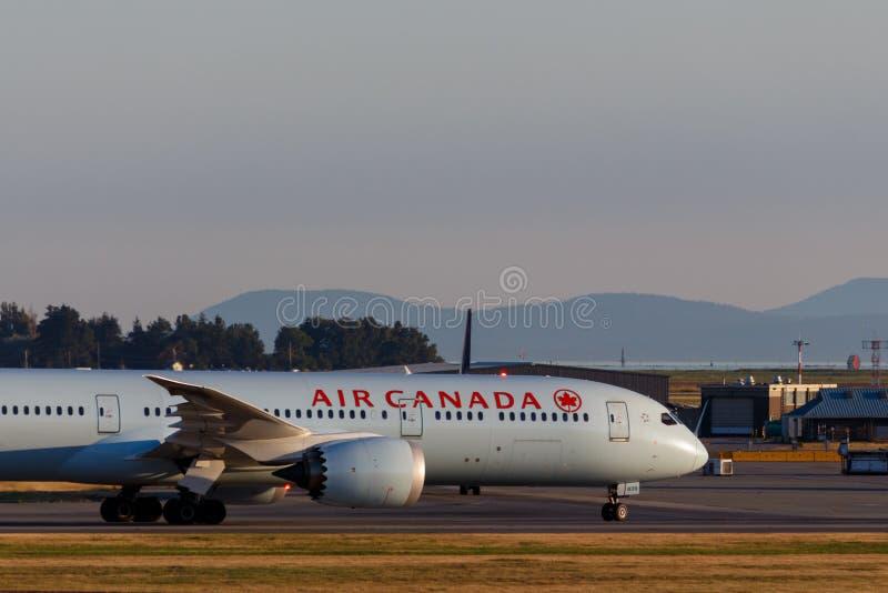 Ванкувер, Канада - около 2018: Air Canada Боинг 787 на YVR внутри стоковое фото rf