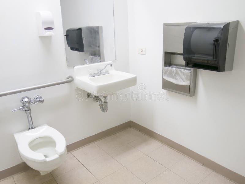 Ванная комната больницы стоковые изображения rf