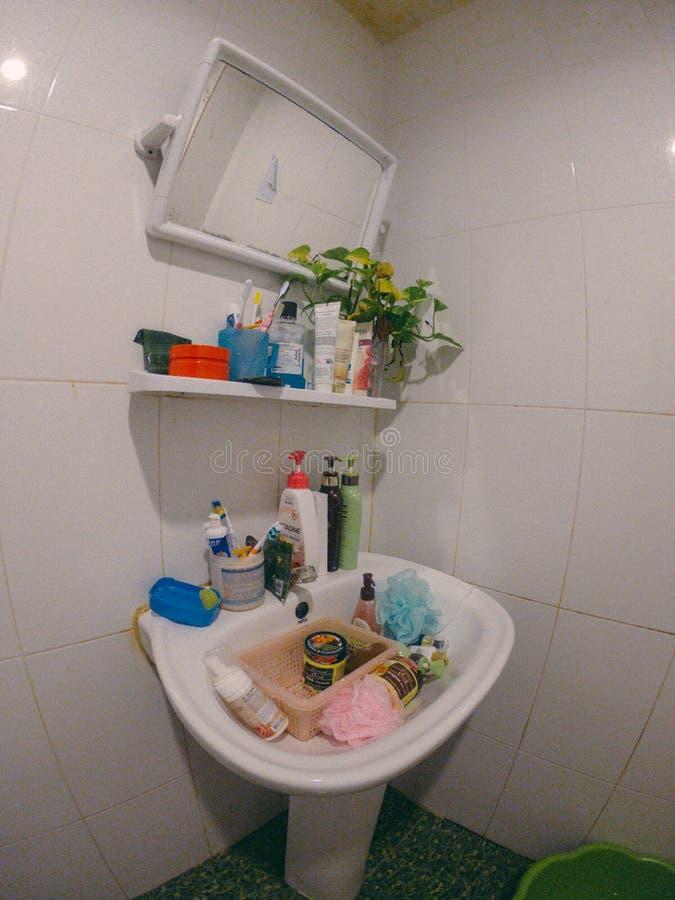 Ванная комната внутренняя, белый, современный, дизайн, ванна, дом, комната, раковина, свет, зеркало, дом, ванна стоковое фото rf
