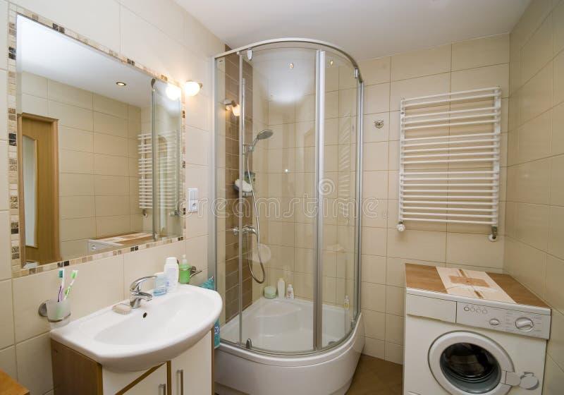 ванная комната внутрь стоковое изображение
