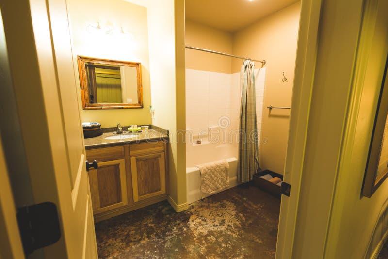 Ванная комната в прокате или гостиничном номере каникул стоковые фото
