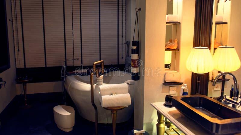 Ванная комната гостиницы в Вьетнаме стоковое изображение