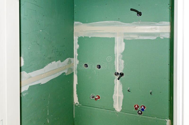 Ванная комната под конструкцией стоковое изображение rf